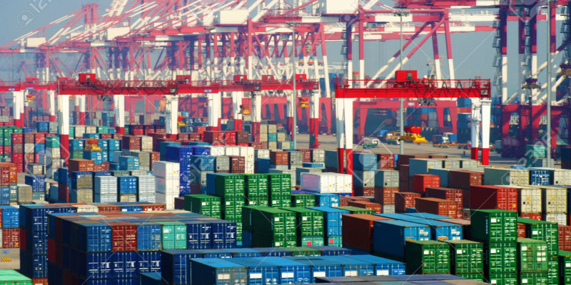 China Qingdao Port Container Terminal,The world's most efficient loading and unloading pier, with more than 130 countries and regions in the global trade