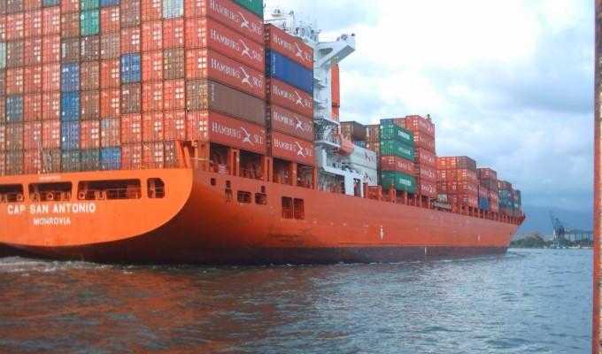 170104-navio-de-contineres