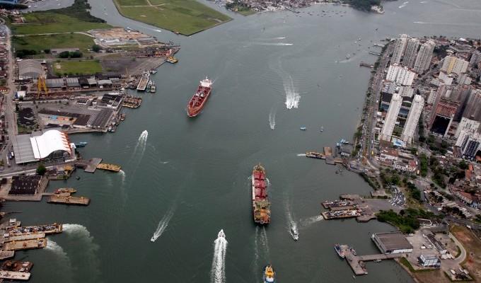 Resultado de imagem para Assoreamento do Canal de Santos